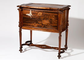 Galle-Commode